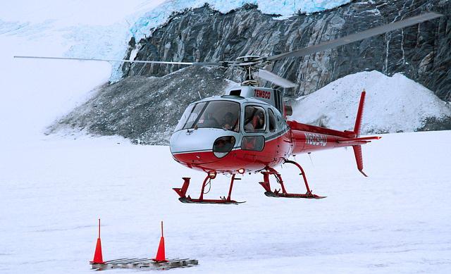 Gasio požar: Srušio se helikopter, poginuo pilot