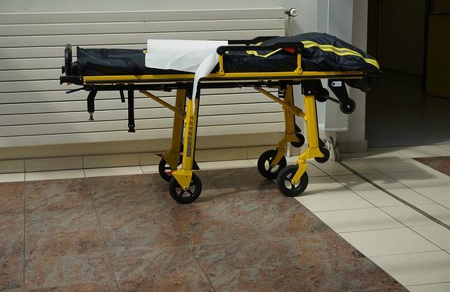 Drama u Boru: Lekari se bore za život žene teške 300 kilograma, konopcima je izvlačili iz saniteta