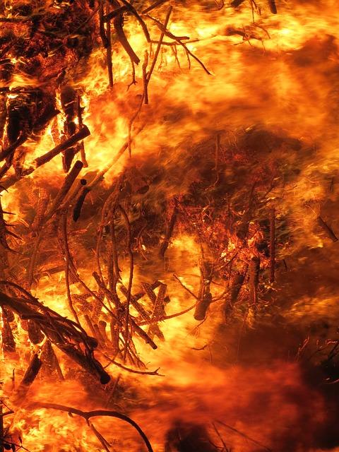 Požar južno od Atine, naložena evakuacija