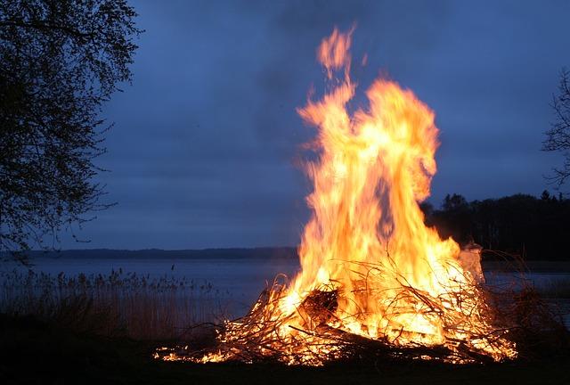 Požar na Dinari širi se prema Hrvatskoj