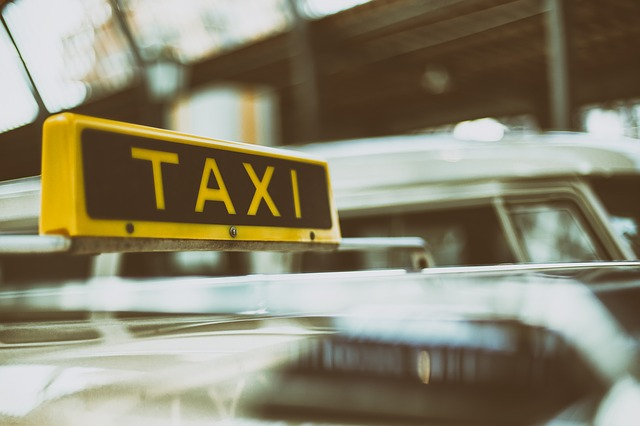 Roditelji zaboravili tek rođenu bebu u taksiju
