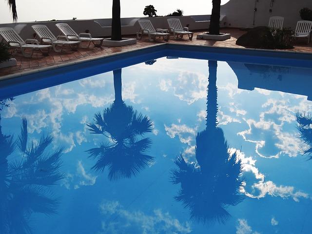 Kupanjac do ponoći: Evo koji srpski bazeni nude i brčkanje po mraku