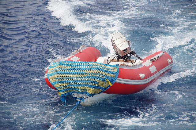 """Nečuveno: """"Alibaba"""" reklamira gumene čamce za migrante"""