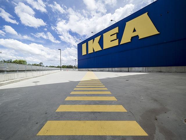 Otvorena Ikea: Građani u redovima, političari u obilasku