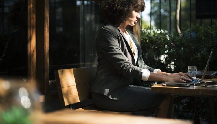 Ovo su razlozi zašto ne bi trebalo da se spetljate sa kolegom na poslu