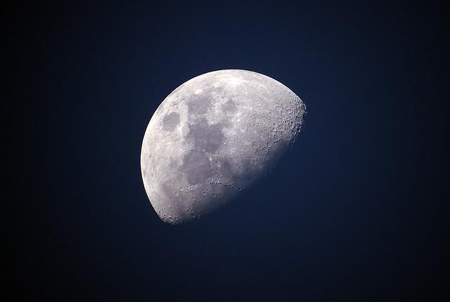 Sutra nas na nebu čeka pomračenje Meseca