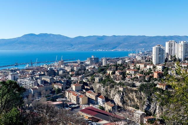 Rijeka: Uvredljive poruke na automobilu srpskog većnika