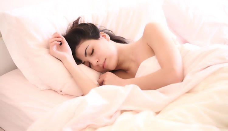 Evo zašto treba da spavate goli