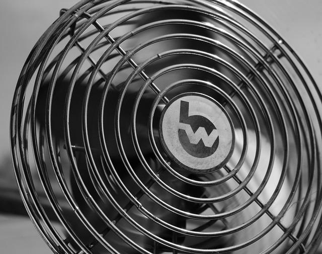 Poslužite se trikovima: Ventilatori vam mogu poslužiti kao klima uređaji, a evo i kako