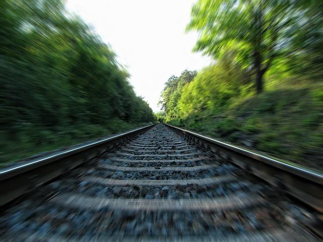 Drama kod Kraljeva: Devojku udario voz – lekari joj se bore za zivot