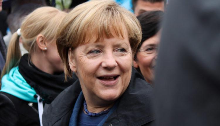 Incident u Nemačkoj: Merkelovu gađali paradajzom