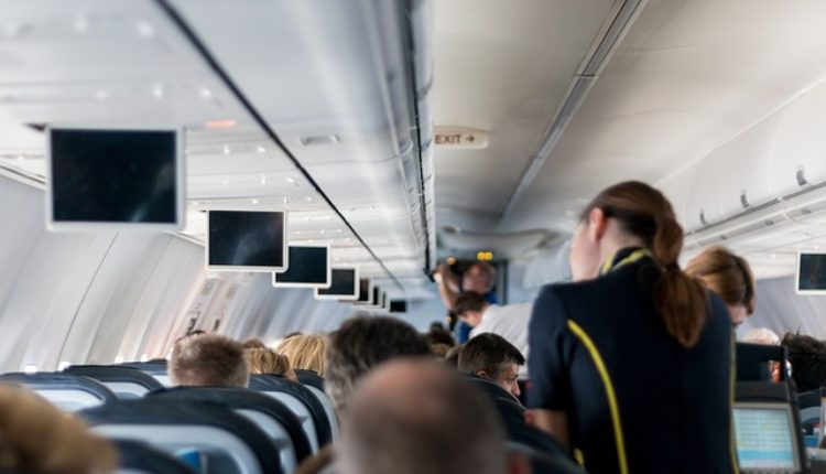 Stjuardese premeštene iz aviona jer su se ugojile po 5 kilograma!