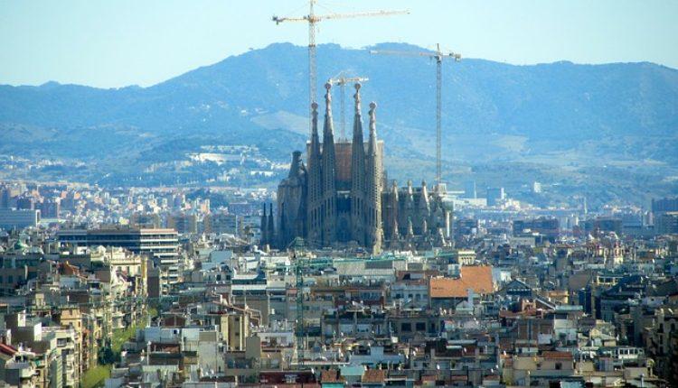 Antiteroristička operacija u Barseloni: Policija opkolila čuvenu katedralu