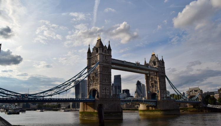 Skandal u Velikoj Britaniji: Ministar tražio sekretarici da mu kupi VIBRATORE
