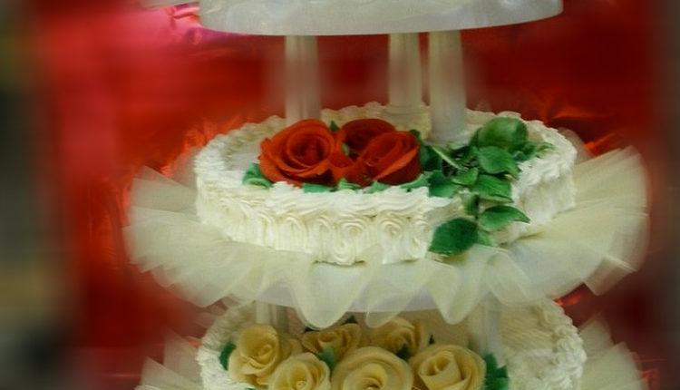 Znate li šta predstavlja svadbena torta i zašto je mladenci seku zajedno?