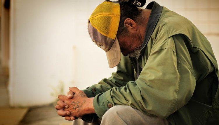 Živeo kao beskućnik, a u fioci mu pronašli 70.000 maraka