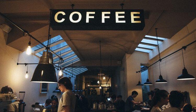 U nedelju u kafićima – dan klasike