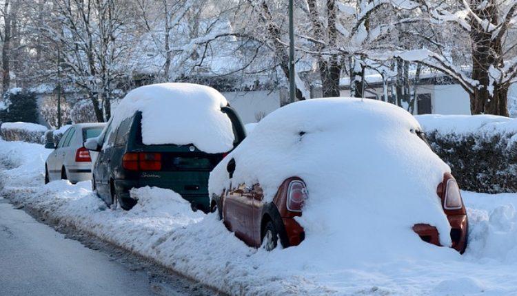 Ove stvari zimi ne smete ostavljati u automobilu