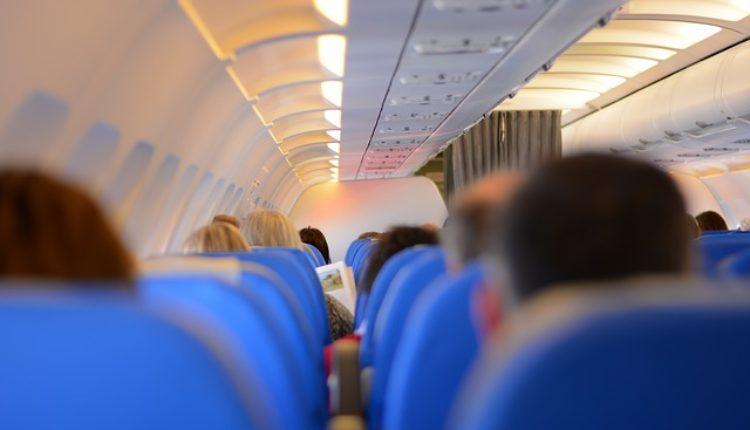 Da li ste se ikada zapitali zašto su sedišta u avionu plave boje?
