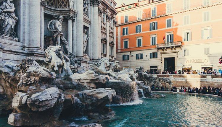 Svađa Crkve i grada Rima: Čiji je novac iz čuvene fontane?