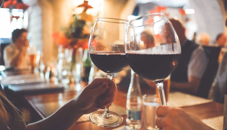 Romantično putovanje: Voz vina i ljubavi do Sremskih Karlovaca 14. februara