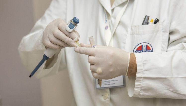 Lek na pomolu? Rusija i Kina razvijaju vakcinu protiv smrtonosnog virusa