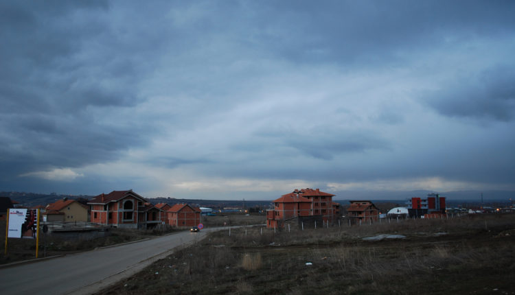 Han u ponedeljak u Prištini: Ukidanje taksi ili izolacija?