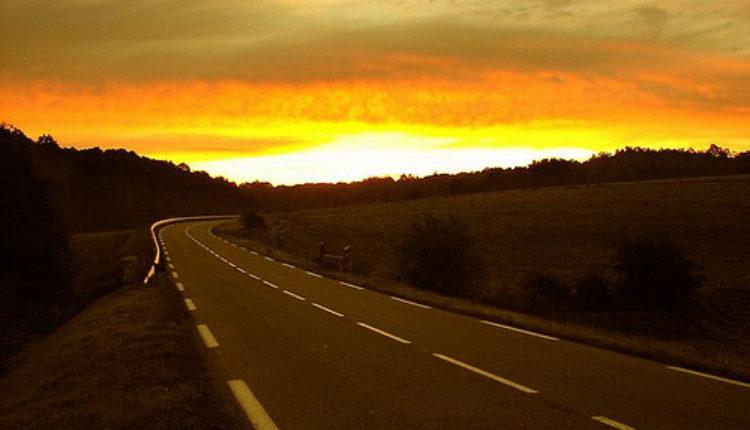 U kojim zemljama MORATE voziti sa upaljenim svetlima preko dana?