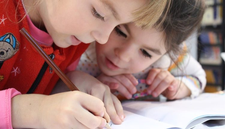 """Ko ne upiše dete u prvi razred – kazna 100.000 dinara"""