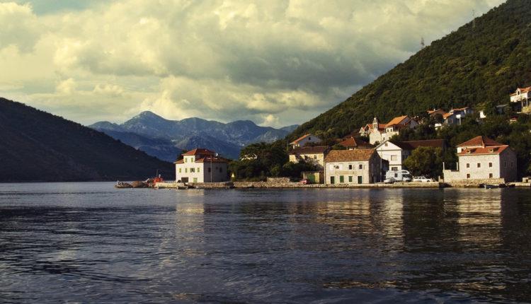Crna Gora seče granu na koju se oslanja