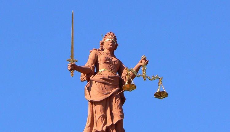 Skandal trese Sud: tužiteljka kao starleta
