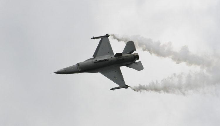 Srušio se F-16 kod baze u Las Vegasu, traže pilota