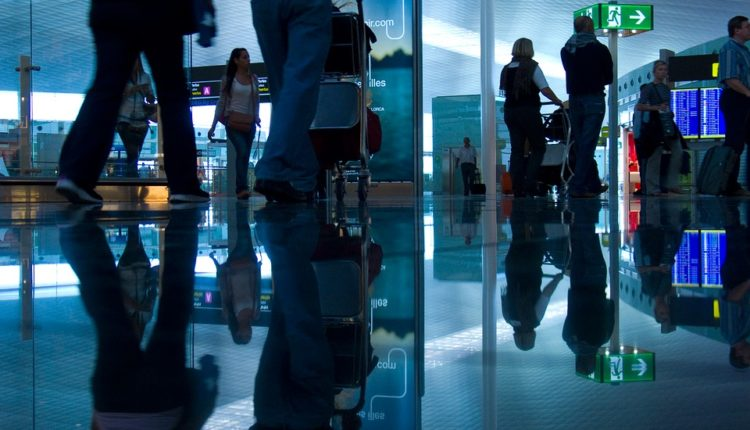 Aerodrom savetuje devojke: Spasite se – stavite kašiku u gaće