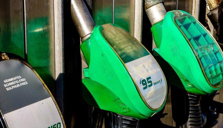 Neverovatno: Znate li koliko Amerikanaca misli da e-autima treba benzin