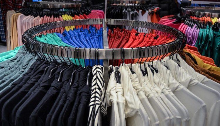 Sve žene poludele za ovim trikom: Ispeglajte odeću bez pegle
