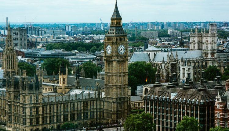 Tereza Mej prelomila: Britanci spremni za vojnu intervenciju u Siriji