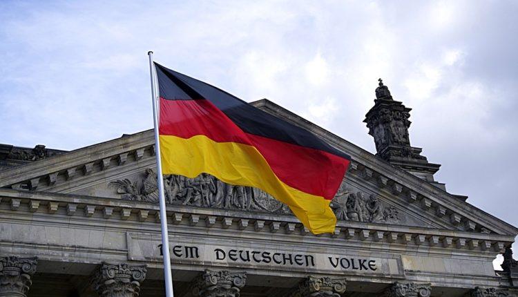 Nemačka zahteva da Srbija prizna genocid u Srebrenici