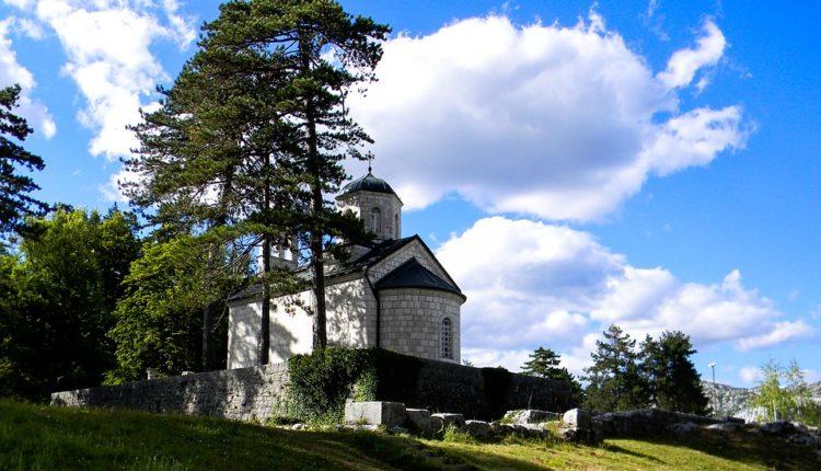 Sad je lakše: Zakasnela vest pogodila srpsku Crkvu u Crnoj Gori kao grom iz vedra neba