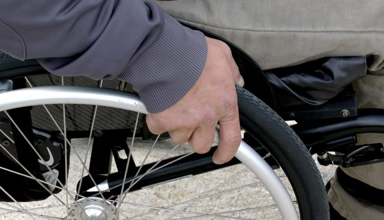 Neverovatan pokušaj: Baba u invalidskim kolicima švercovala 3 kg kokaina