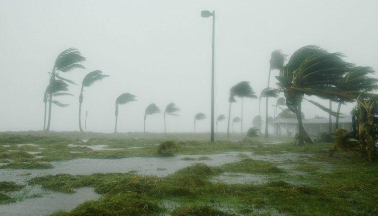 Uragan preti Evropi: Stižu vetrovi brzine 185 km/h i pljuskovi