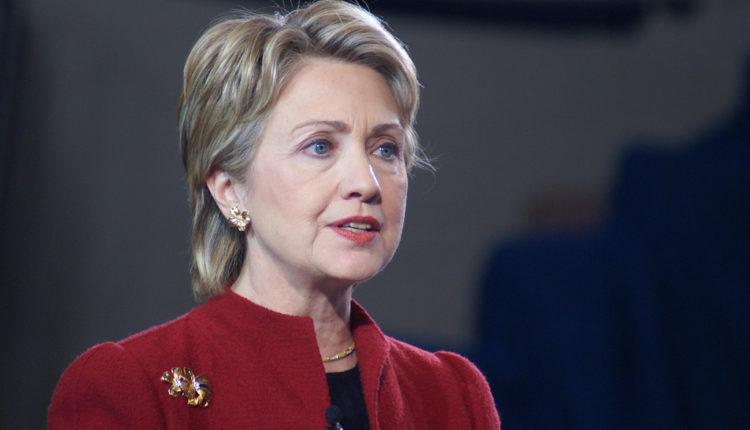 """Klintonova kritikuje Trampov """"poklon"""" Putinu"""