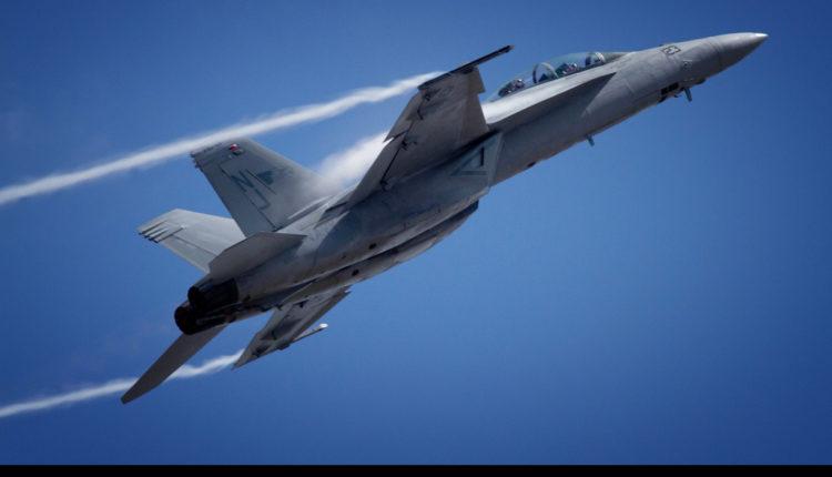 Otkriveno čiji je F-18 koji je pokušao da se približi avionu sa ruskim ministrom