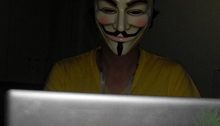 Hakeri prete osvetom britanskoj Vladi zbog hapšenja Asanža