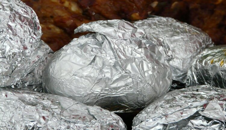 Ostatke hrane umotavate u aluminijumsku foliju? Nemojte!