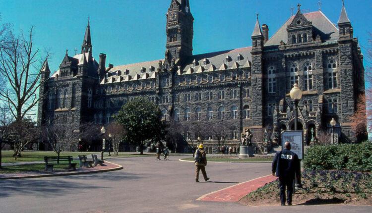"""""""Amerikanci su poludeli"""": Jedan od najstarijih univerziteta u SAD uvodi kurs – protiv Rusije"""
