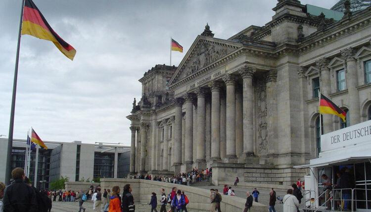 Poslanik Bundestaga: Bombardovanjem Jugoslavije NATO pokazao svoje pravo lice