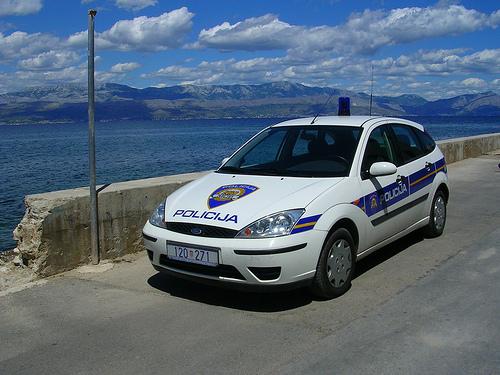 Zločin potresao Hrvatsku: Komšija ubio devojčicu dok je branila majku