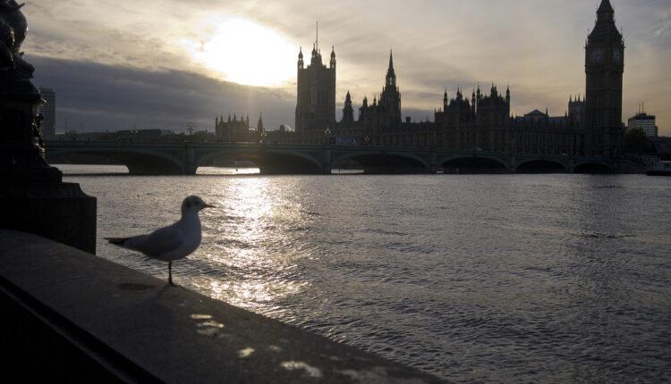 Politički HAOS u Velikoj Britaniji može da se završi na četiri načina