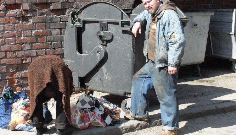 Srbija sve siromašnija: Pola miliona ljudi živi sa 400 dinara dnevno