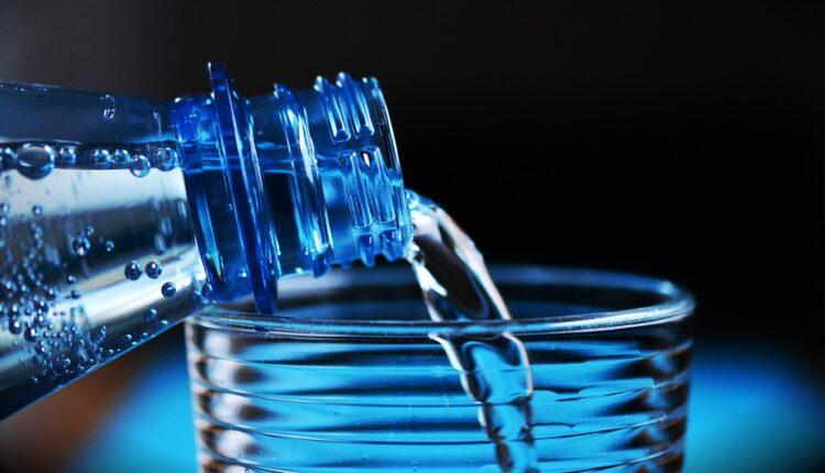 Šta se dešava našem telu ako popijemo čašu vode pred spavanje